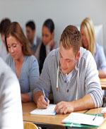 Studenten lernen im Seminar einer Fachhochschule